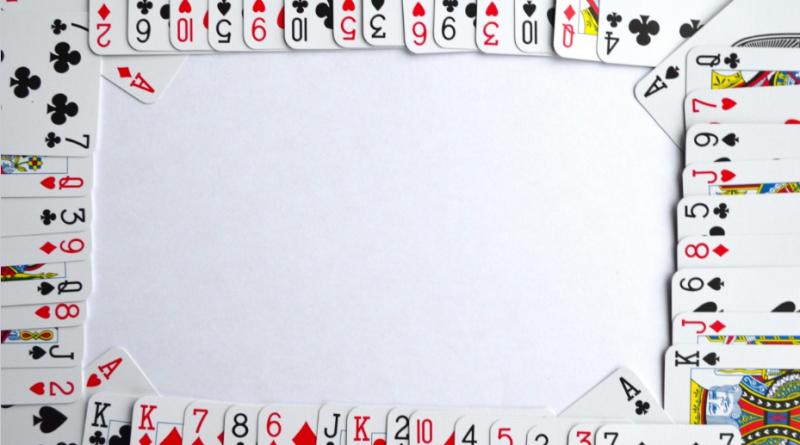Jeux de cartes à plat pour un jeu en ligne